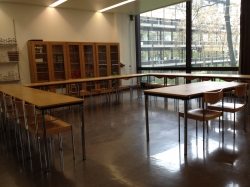 Seminarraum Y34-F-01: Seminarraum von der Wandtafel aus.